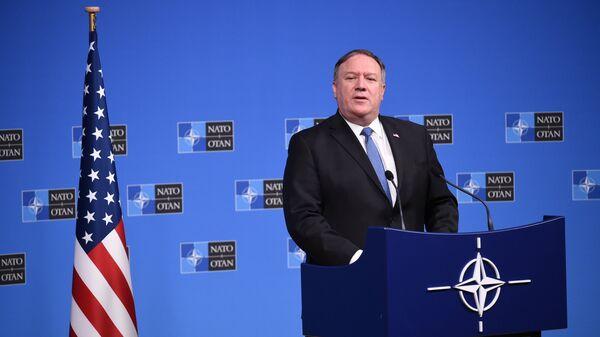 Госсекретарь США Майк Помпео на пресс-конференции в штаб-квартире НАТО в Брюсселе, Бельгия. 4 декабря 2018