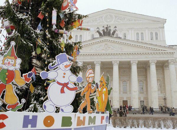 Новогодняя елка в сквере перед Большим театром