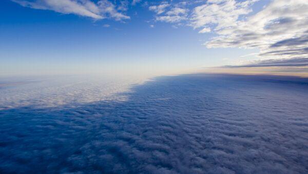 Облака над землей. Архивное фото