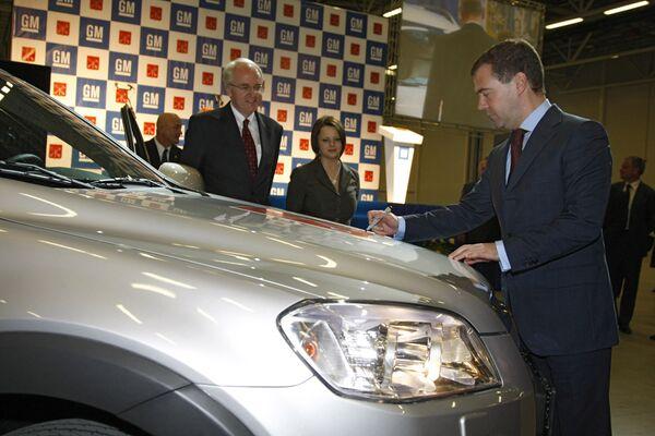 Президент России Дмитрий Медведев посетил новый завод Дженерал Моторс