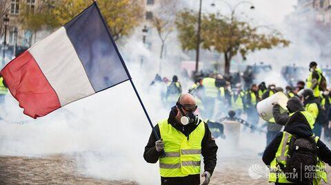 Желтые жилеты – вестники разлуки. Макрон тушит огонь протеста бензином