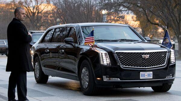 Лимузин президента США Дональда Трампа у официальной гостевой резиденции американского правительства Блэр-Хаус  в Вашингтоне. 4 декабря 2018