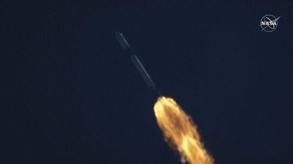 Кадры старта ракеты-носителя Falcon 9 с грузом для МКС