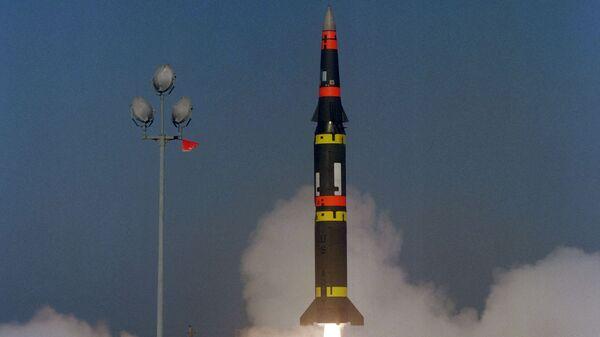 Запуск американской баллистической ракеты средней дальности Першинг-2