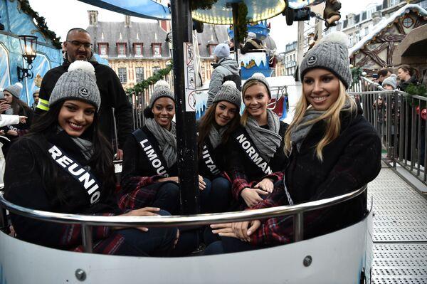 Претендентки на титул Мисс Франция 2019 катаются на колесе обозрения в Лилле, Франция