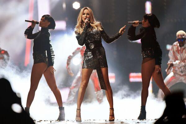 Певица Светлана Лобода выступает на концерте Песня года - 2018