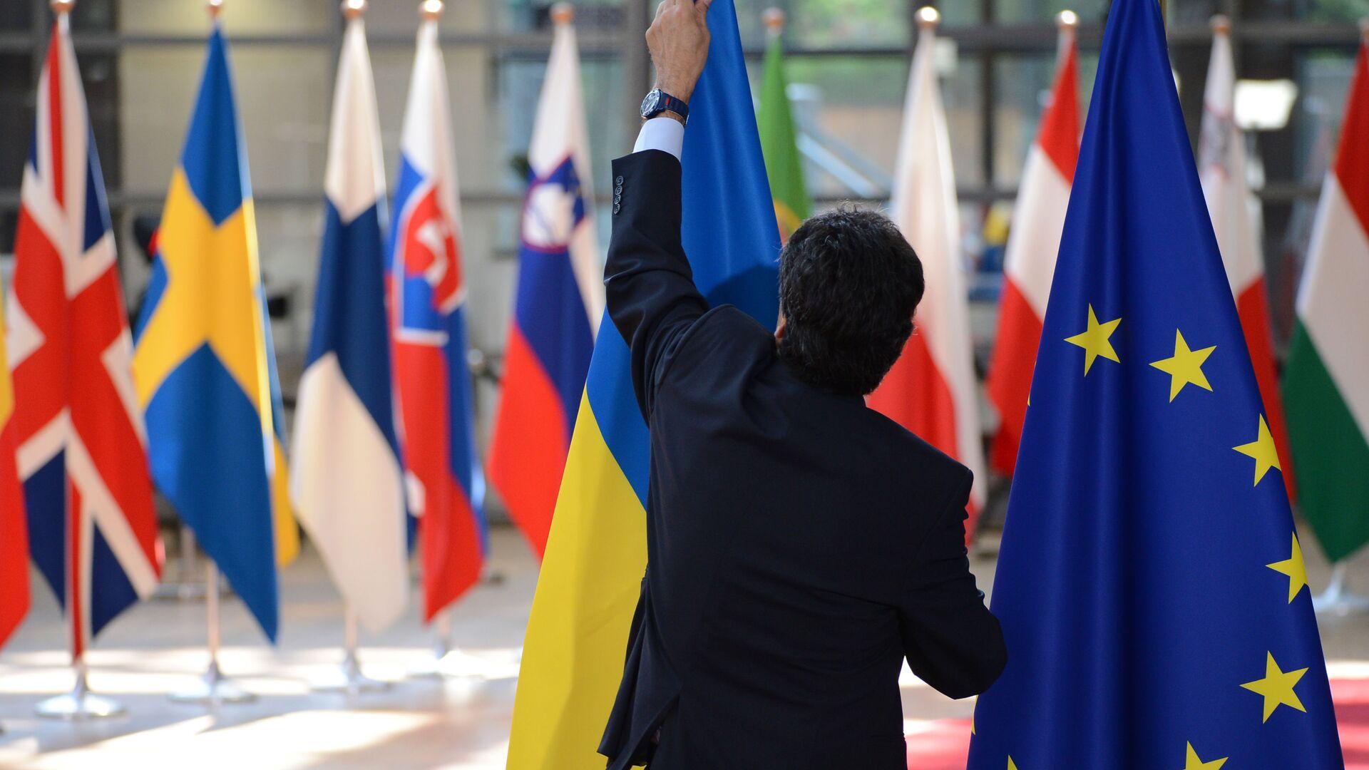 Флаги Украины и ЕС в Брюсселе - РИА Новости, 1920, 17.09.2020