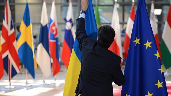 Флаги Украины и ЕС в Брюсселе