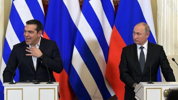 Президент РФ Владимир Путин и премьер-министр Греции Алексис Ципрас во время совместной пресс-конференции по итогам встречи