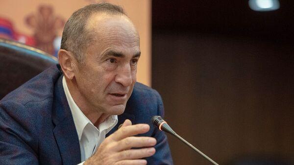 Роберт Кочарян провел онлайн-встречу со своими сторонниками и соратниками