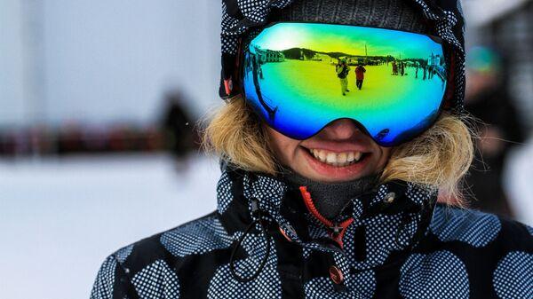 Девушка на открытии горнолыжного сезона