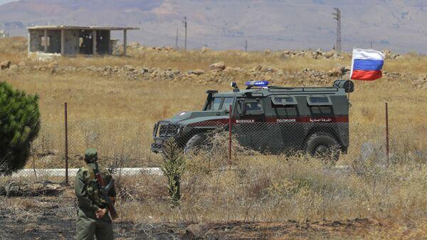 Российская военная полиция проезжает мимо города Алхурея на границе с занятыми Израилем Голанскими высотами. 14 августа 2018