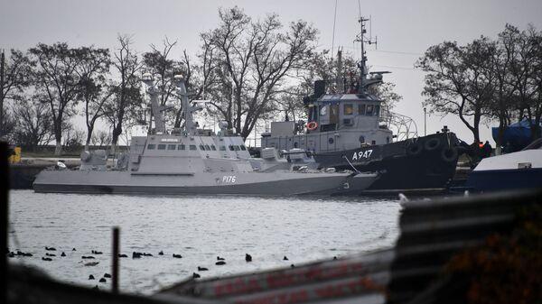 Малые бронированные артиллерийские катера «Никополь», «Бердянск» и рейдовый буксир «Яны Капу» ВМС Украины, задержанные пограничной службой России за нарушение государственной границы, в порту Керчи