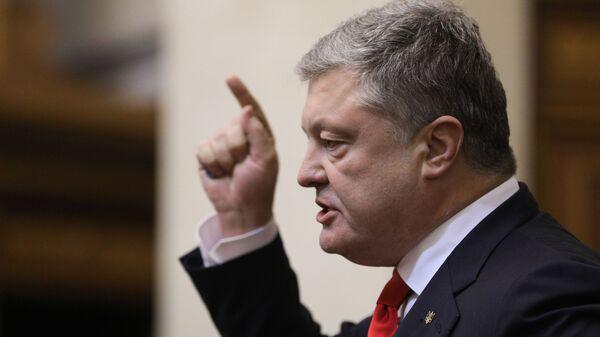 Президент Украины Петр Порошенко выступает на заседании Верховной рады Украины, где рассматривается вопрос о введении военного положения в стране. 26 ноября 2018