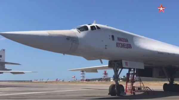 Опубликованы кадры приземления российских Ту-160 в Венесуэле