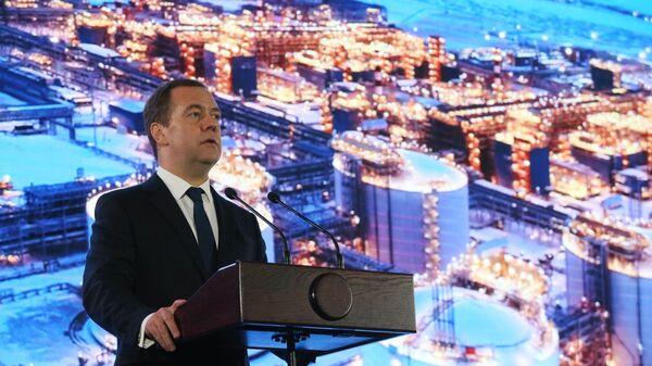 Председатель правительства РФ Дмитрий Медведев принимает участие в торжественной церемонии вывода завода Ямал СПГ на полную мощность. 11 декабря 2018