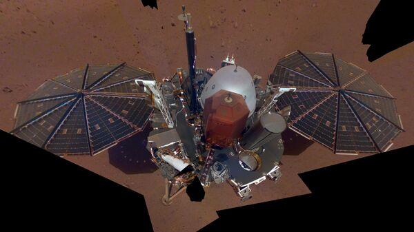 Селфи, полученный зондом InSight