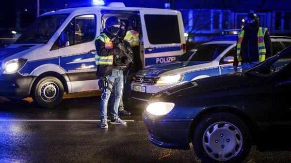 Сотрудники полиции на пограничном переходе между Страсбургом (Франция) и городом Кель (Германия). 11 декабря 2018