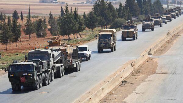 Колонна турецкой военной техники между Дамаском и Алеппо в провинции Идлиб, Сирия