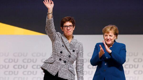 Аннегрет Крамп-Карренбауэр и канцлер Германии Ангела Меркель