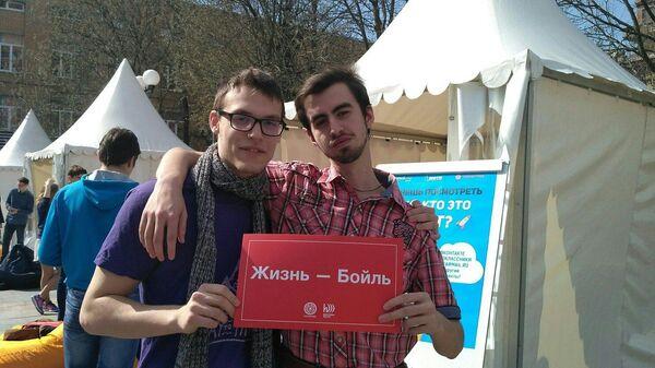 Глеб Лисененков (слева)