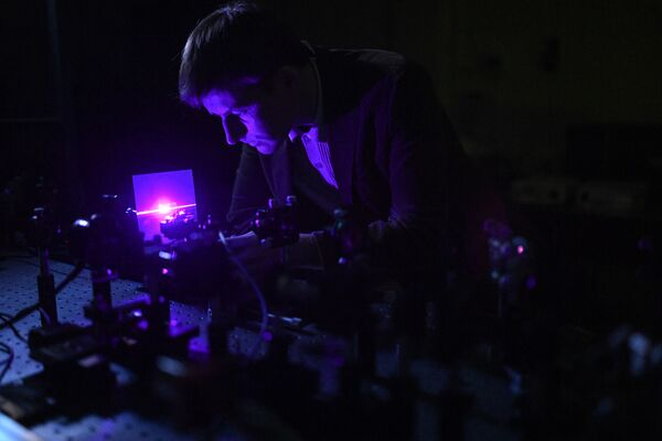 Удвоение частоты лазерного излучения в двумерном нелинейном фотонном кристалле