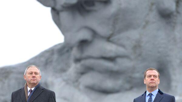 Дмитрий Медведев  и премьер-министр Белоруссии Сергей Румас во время посещения мемориального комплекса Брестская крепость-герой.  13 декабря 2018