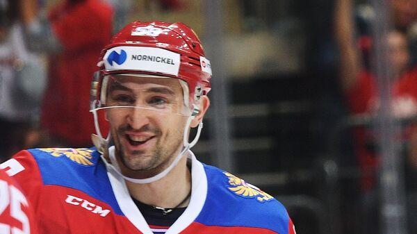Хоккеисты сборной России Михаил Григоренко (слева) и Антон Слепышев
