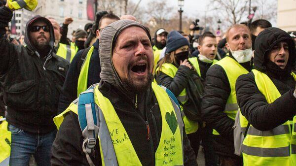 Акция протеста движения желтые жилеты