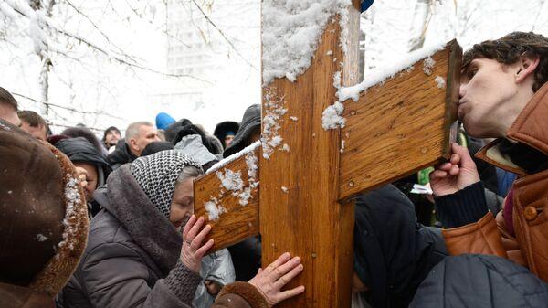 Сторонники УПЦ во время акции протеста у здания Верховной Рады Украины в Киеве. 14 декабря 2018
