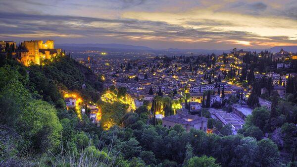 Вид на город Гранада в Андалусии, Испания