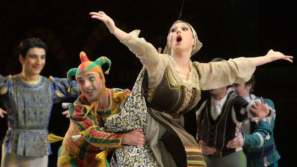 Сцена из балета Ромео и Джульетта в рамках Международного фестиваля классического балета имени Рудольфа Нуриева в Казани