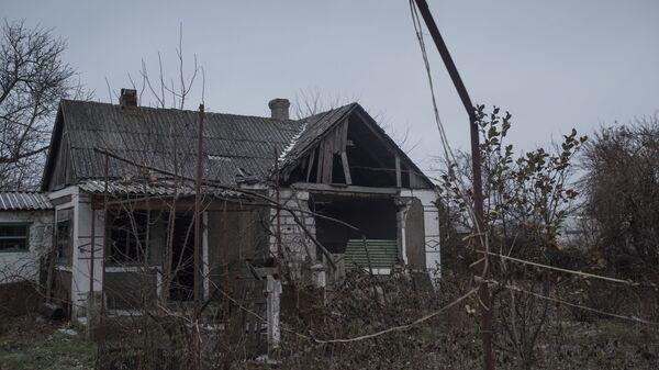 Разрушенный дом в Донецкой области