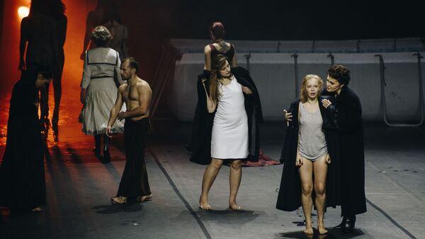 Сцена из спектакля ГрозаГроза в рамках фестиваля Территория. Сахалин