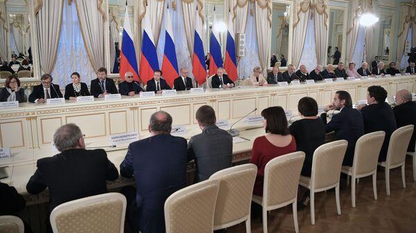 Президент РФ Владимир Путин на заседании Совета при президенте РФ по культуре и искусству.15 декабря 2018