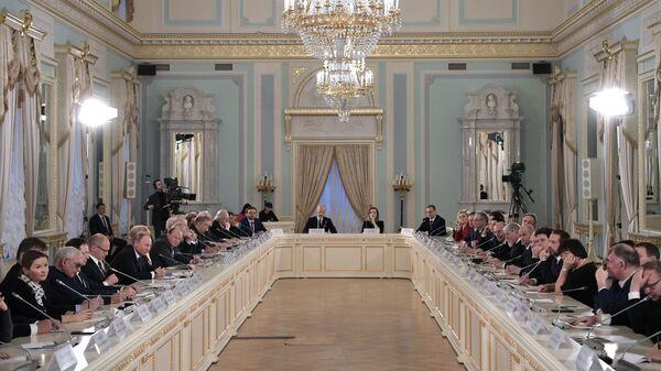 Президент РФ Владимир Путин на заседании Совета при президенте РФ по культуре и искусству. 15 декабря 2018