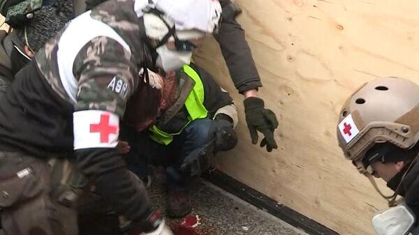 Новые жертвы акции протеста желтых жилетов. Кадры из Парижа