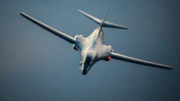 Бобмардировщик ВВС США в небе над Сирией
