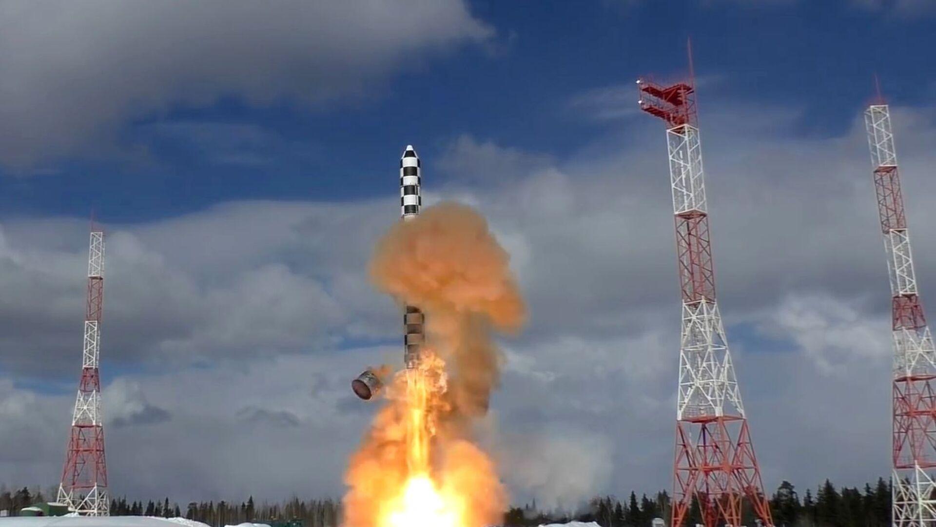Запуск тяжелой межконтинентальной баллистической ракеты Сармат с космодрома Плесецк - РИА Новости, 1920, 21.01.2021
