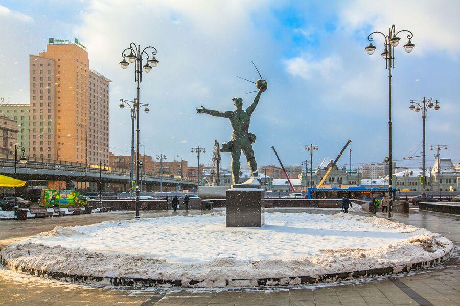 Площадь возле Рижского вокзала