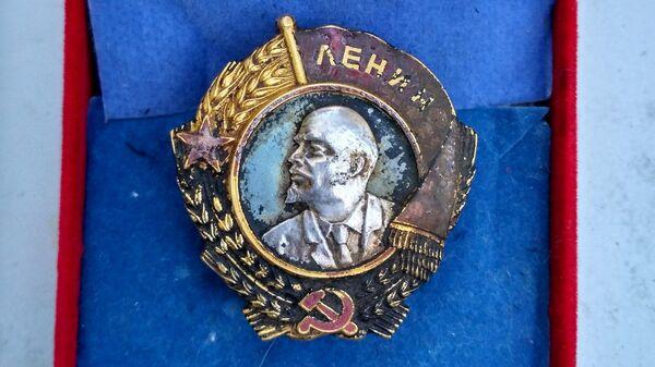 Найденный на месте крушения самолета ЛИ-2 орден Ленина, принадлежавший Матвею Шенкману