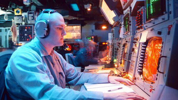 Панель управления системой Aegis на борту ракетного крейсера типа Тикондерога USS Normandy ВМС США
