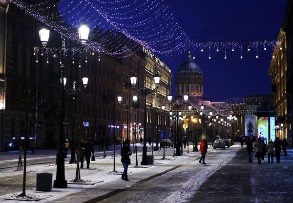 Новогодняя иллюминация на Малой Конюшенной улице в Санкт-Петербурге