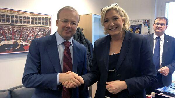 Встреча делегации Крыма с лидером партии Национальное объединение Марин Ле Пен в Париже, Франция