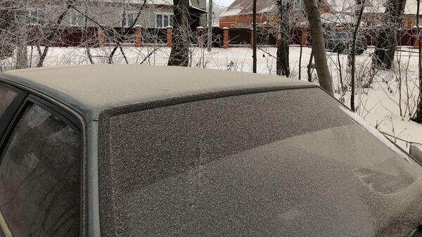Снег покрылся слоем серой пыли в поселке Комсомольский Чамзинского района, Мордовия