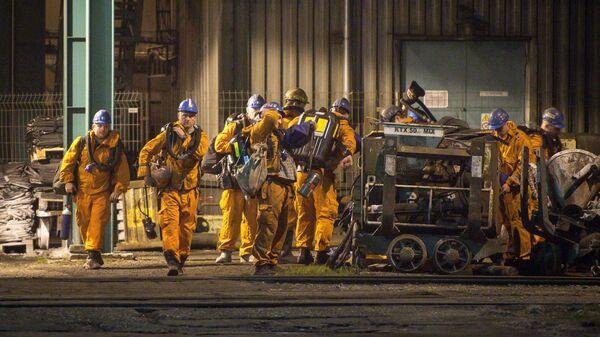 Спасатели у шахты ČSM-север в районе чешского города Карвина, где произошел взрыв метана. 20 декабря 2018