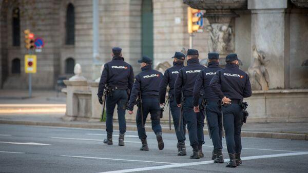 Сотрудники полиции во время акции протеста в Барселоне