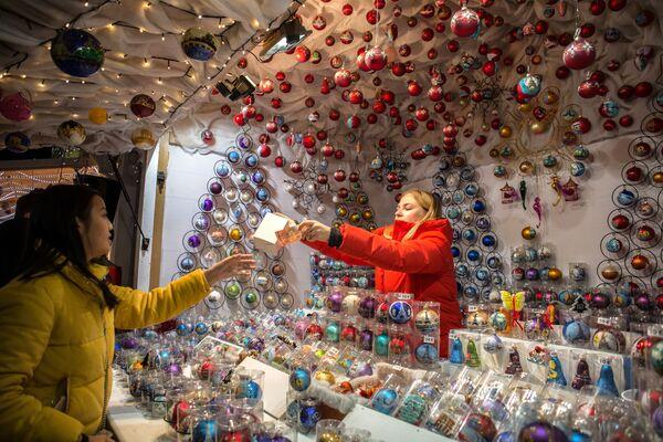 Рождественская ярмарка в Саду Тюильри в Париже