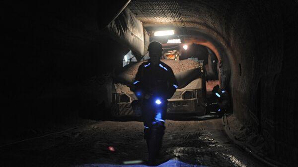 Шахтер в руднике