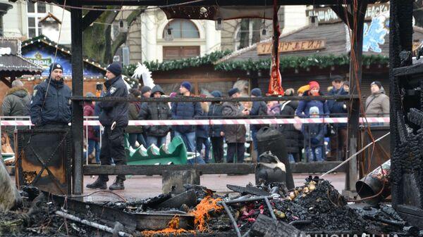 На месте пожара на рождественской ярмарке в Львове, Украина. 22 декабря 2018